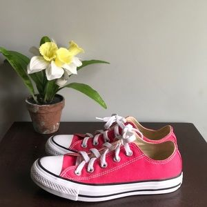 Converse Shoes - 2 For 30 Converse Chuck Taylor Size 6